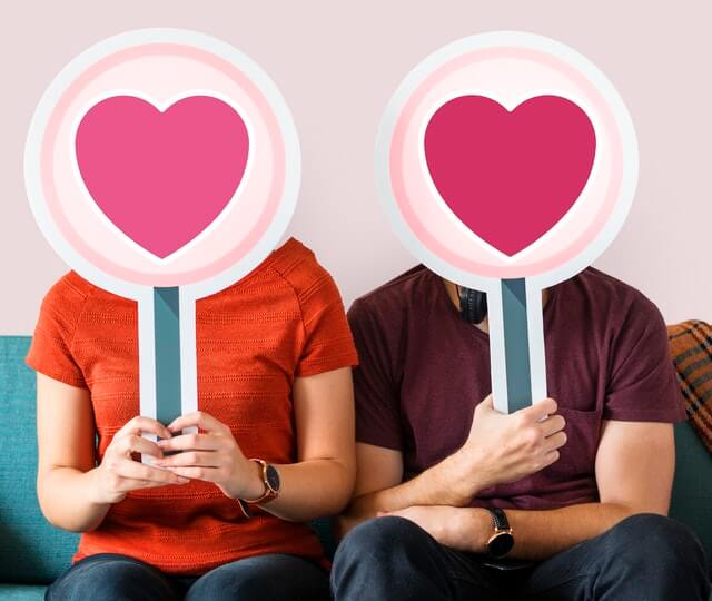 Online Dating Etiquette: 5 Tips to Help You Succeed